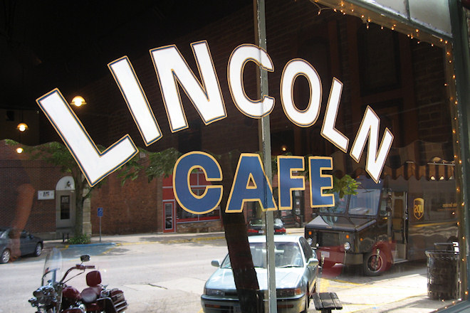 Lincoln Cafe (Mt. Vernon, Iowa)