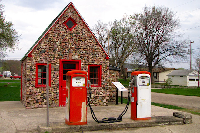 Former Service Station (Correctionville, Iowa)