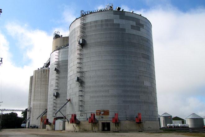 Grain Elevator (Pioneer, Iowa)