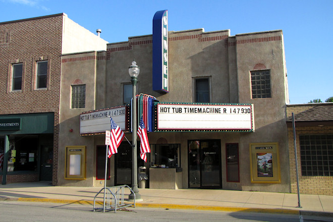 Sunset Theatre (Sumner, Iowa)