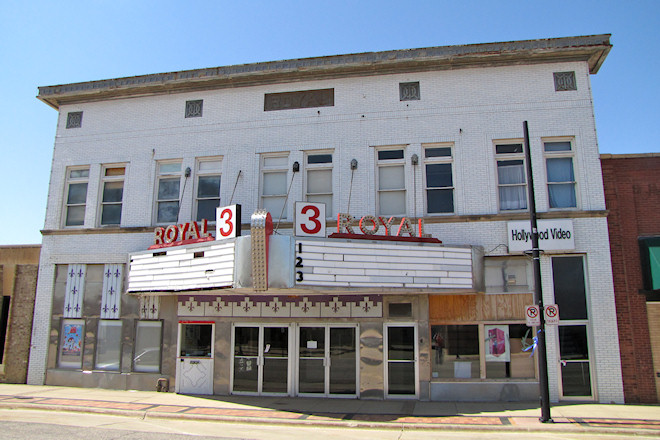 Royal III Theatres (Le Mars, Iowa)