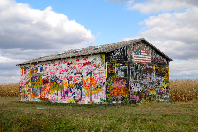 Graffiti Barn (Near Grandview, Iowa)