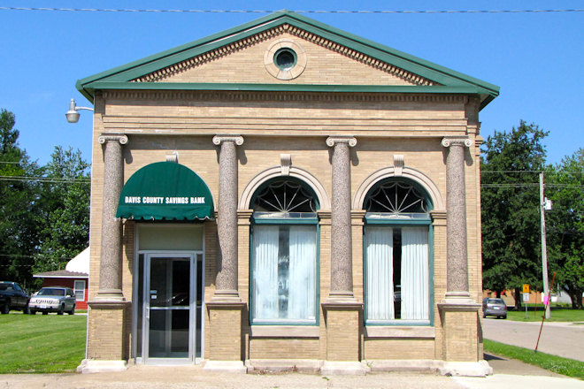 Former Davis County Savings Bank (Moulton, Iowa)